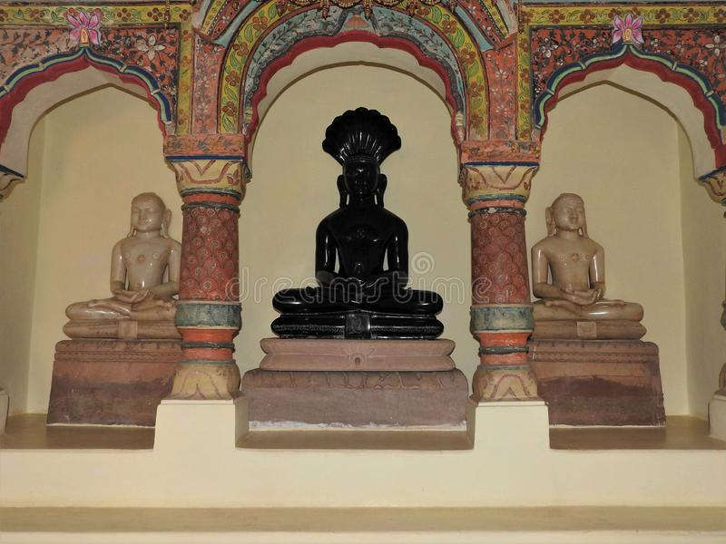 Jain temple altar, jain mandir Jainisme in India, Kajuraho stock afbeeldingen