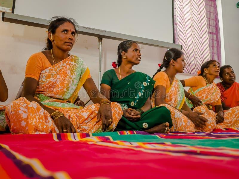 JAIPUR, ΙΝΔΙΑ - 25 ΦΕΒΡΟΥΑΡΊΟΥ 2017: Η ομάδα γυναικών επισκέπτεται το κέντρο για την ενδυνάμωση γυναικών στο Jaipur, Ινδία στοκ εικόνες με δικαίωμα ελεύθερης χρήσης