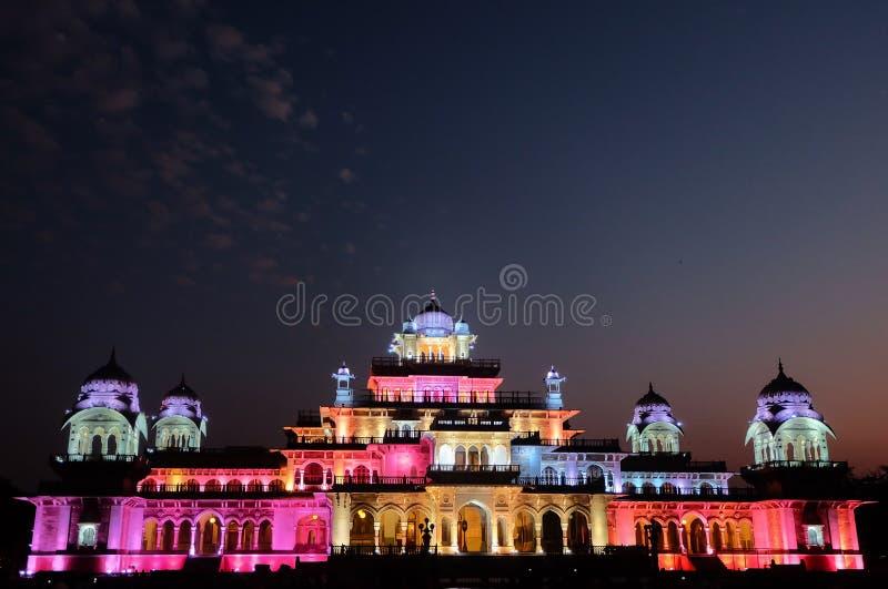 Jaipur Albert Hall Museum på natten royaltyfria bilder