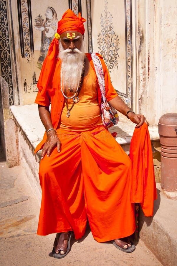 JAIPUR, INDE - 1ER AVRIL 2012 : Portrait de sadhu indien non défini - homme saint, Jaipur, Inde photos stock