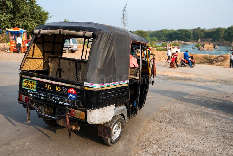 JAIPUR, INDIA - CIRCA NOVEMBER 2017: Autorikshaw in straat van India royalty-vrije stock foto