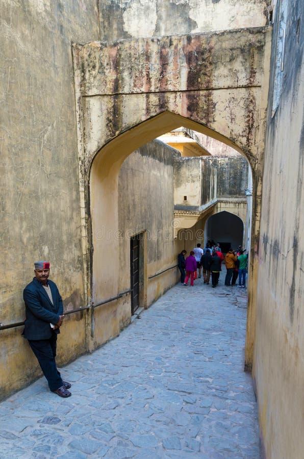 Jaipur, India - December 29, 2014: Toeristenbezoek Amber Fort in Jaipur, Rajasthan royalty-vrije stock afbeelding