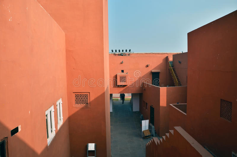 Jaipur, India - Januari 31, 2014: De Indische Mensen bezoeken Jawahar Kala Kendra in Jaipur stock afbeeldingen