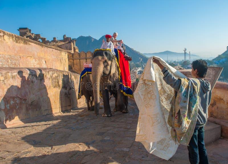 JAIPUR, RAJASTAN, la INDIA - enero, 27: Elefante adornado en Amb imágenes de archivo libres de regalías