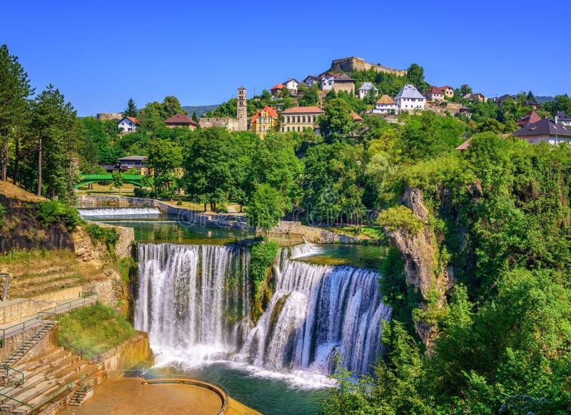 Jajce-Stadt und Pliva-Wasserfall, Bosnien und Herzegowina lizenzfreies stockbild