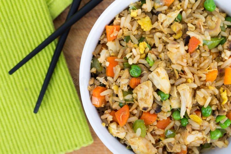 Jajecznego pieczonego kurczaka ryżowy puchar obrazy stock