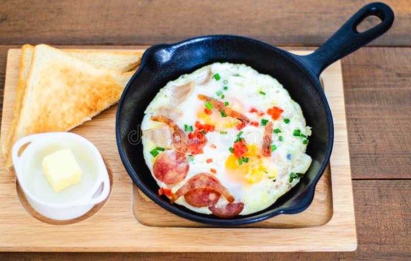 Jajecznej niecki śniadaniowy tajlandzki jedzenie Śniadanie w hote L zdjęcia royalty free