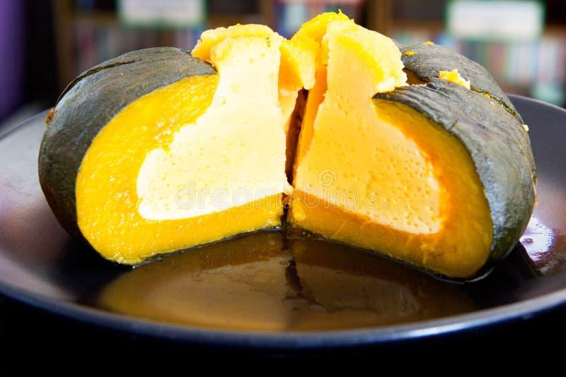 Jajeczny custard w bani, Dyniowy Custard, Tajlandzki deser fotografia royalty free