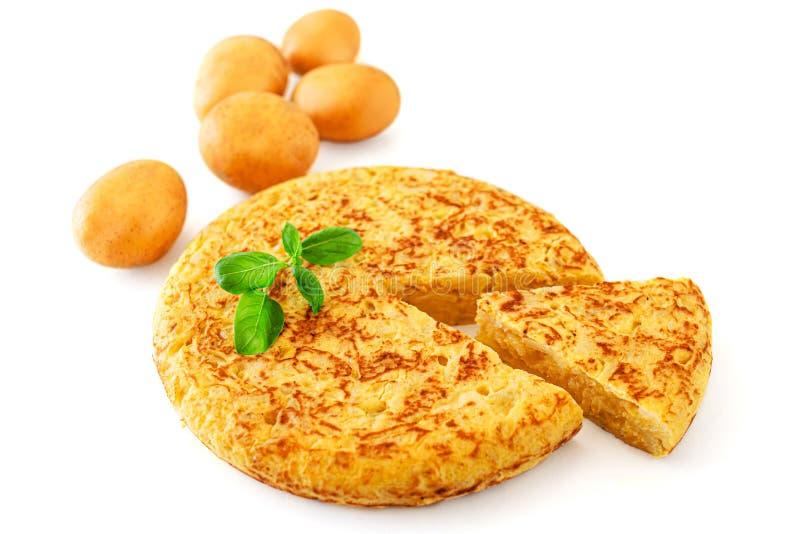 Jajeczny i kartoflany omlet - Autentyczne hiszpańszczyzny Tortilla Tapas De Patatas Smakowity Omelette odizolowywający na białym  zdjęcie royalty free