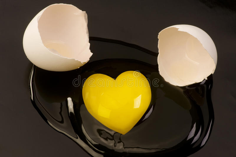 jajeczny kierowy surowy kształtny yolk fotografia stock