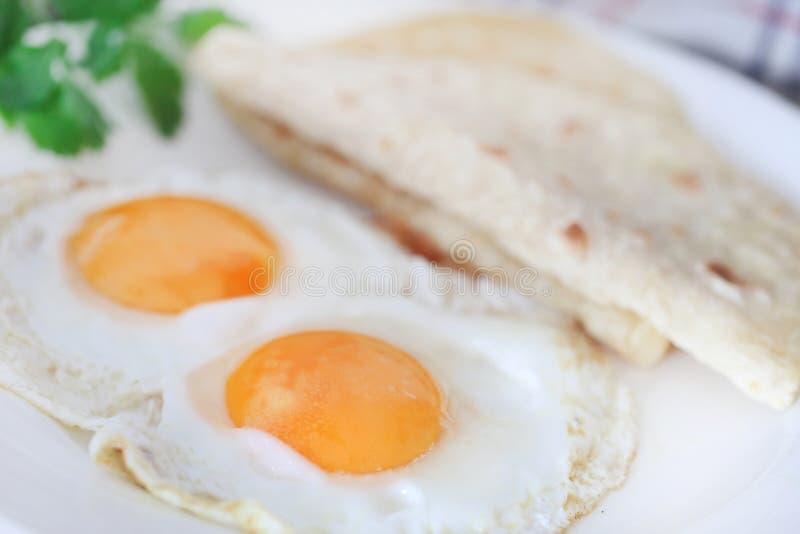 Jajeczny omlet z tortilla chlebem obraz stock