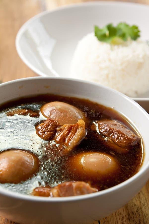 jajeczny wieprzowiny ryż gulasz zdjęcie royalty free