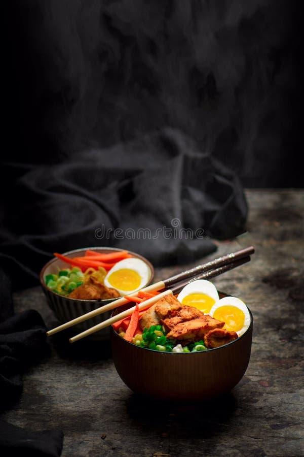 Jajka i warzywa naczynia zdjęcia royalty free