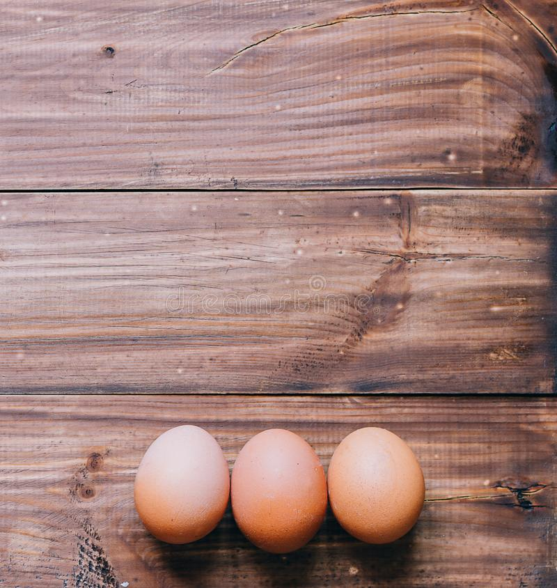 Jajka na stole obraz stock