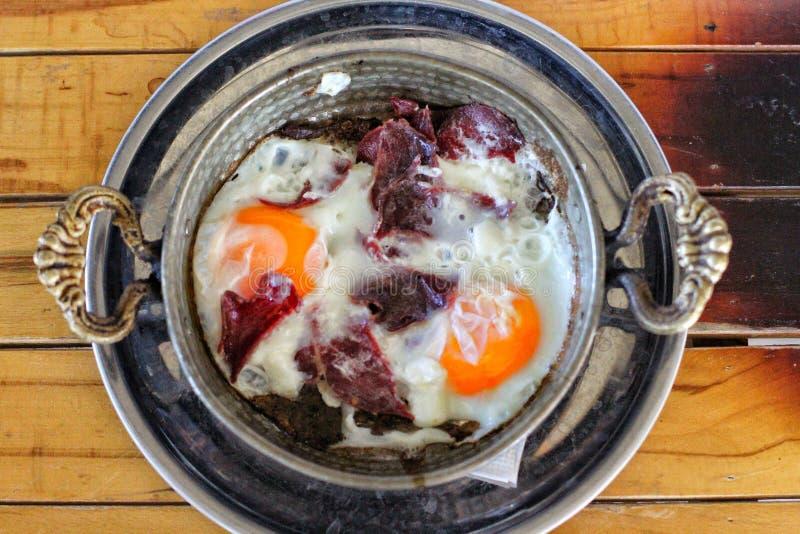 Jajka z suchym mięsem zdjęcia royalty free