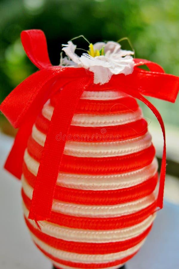Jajko w czerwonych, bielu lampasach z i obrazy royalty free