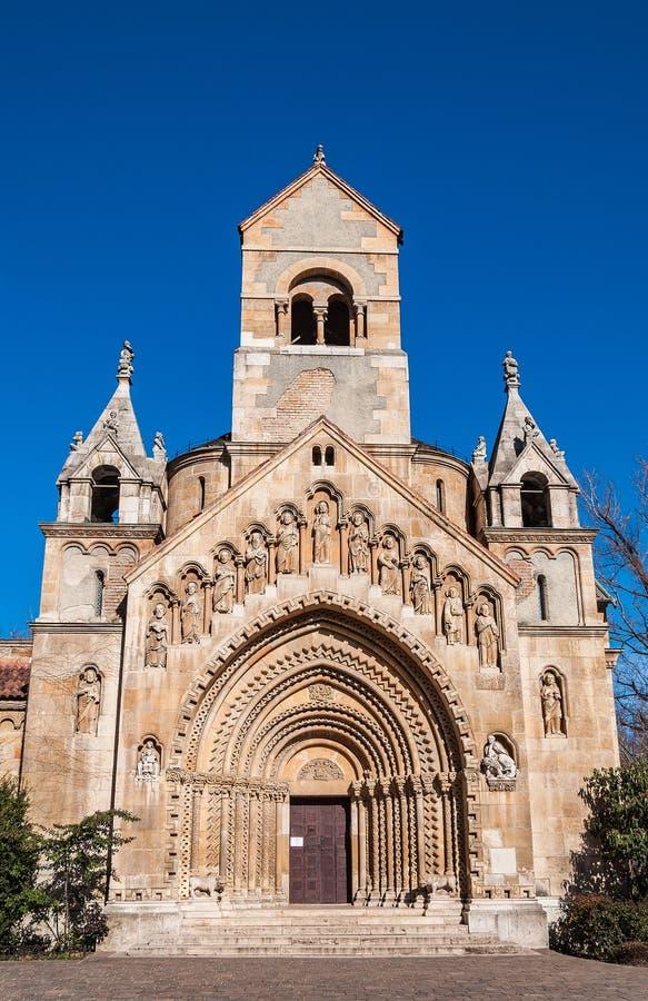 Jak教堂在位于布达佩斯,匈牙利城市公园的Vajdahunyad城堡的  免版税库存图片