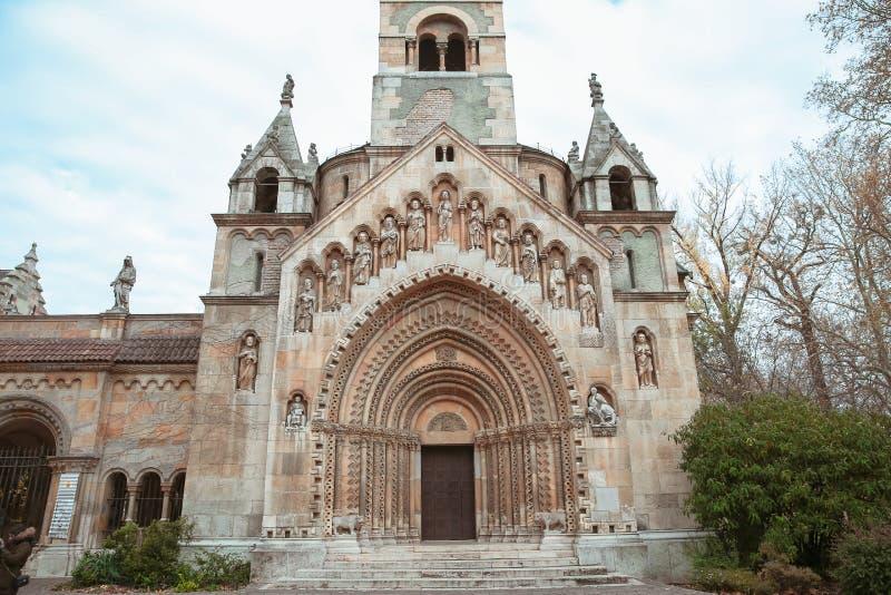 Jak教堂在Vajdahunyad城堡的在城市公园在Buda 库存照片