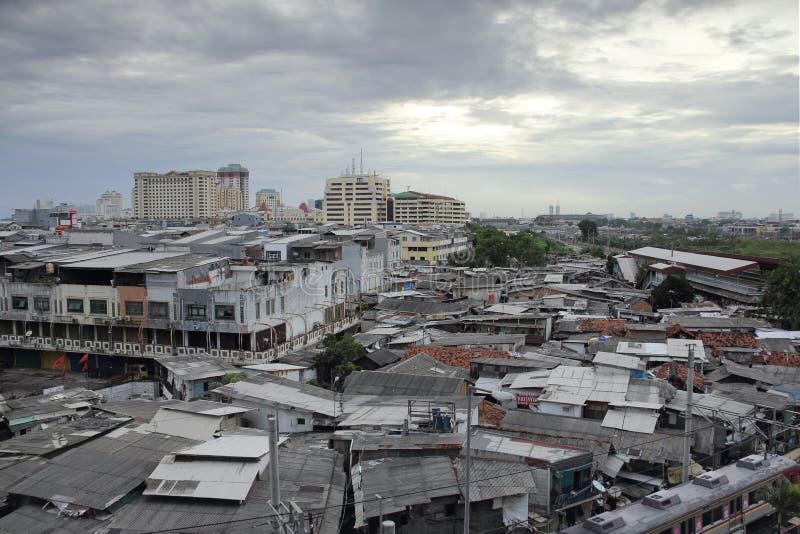 JAKARTA, il 5 dicembre 2016 Area densamente popolata Citys urbani fotografia stock