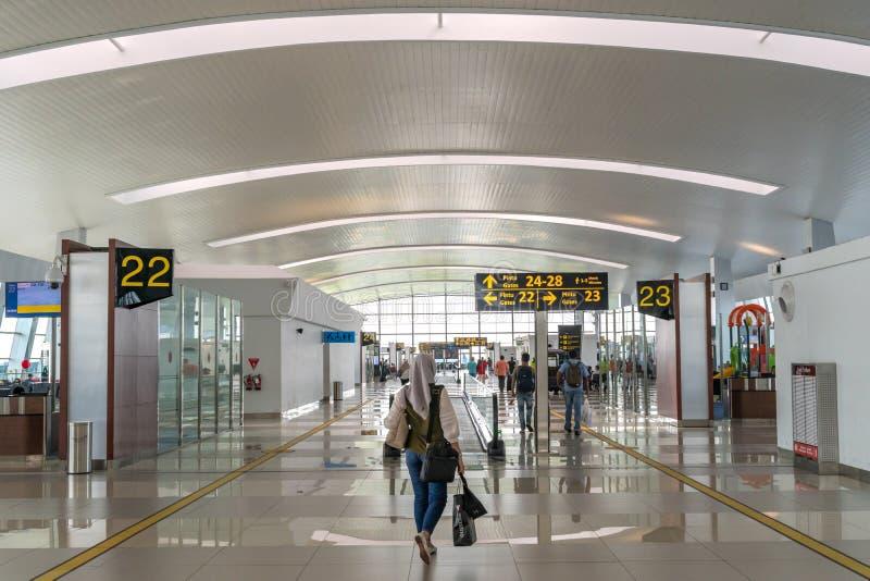 Jakarta, Indonesia - aprile 2019: Area di partenza di voli domestici del terminale di aeroporto internazionale di Soekarno? ?Hatt fotografia stock