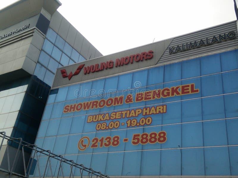 Jakarta/Indonesien Juli 16 2019 som wuling motorer, är ett nätverk av försäljningar, underhåll, reparationen och tillförsel av wu royaltyfria foton