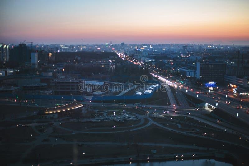jakby Minsk od krajowej biblioteki przy nocą fotografia royalty free