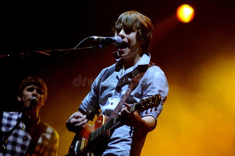 Jake Bugg, dat als nieuw Bob Dylan, band wordt bekend concer royalty-vrije stock foto's