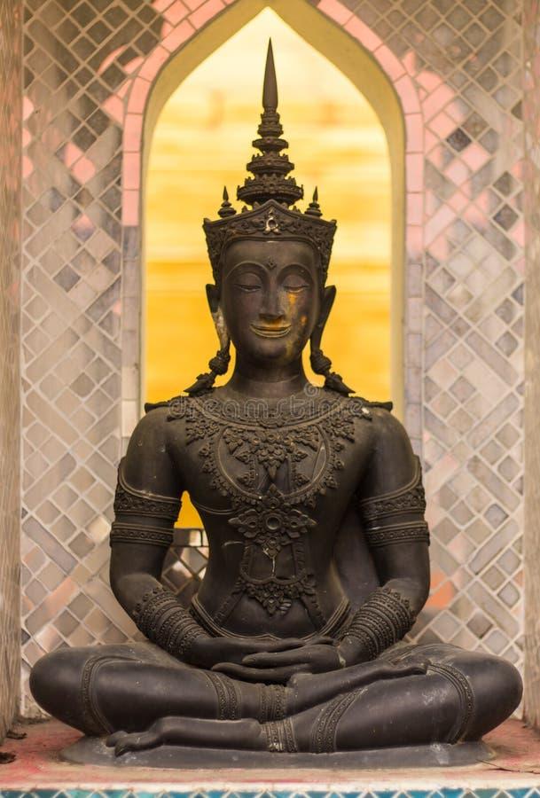 Jakkraphat Phra Maha Statue im alten Tempel, Wat Chomphu stockfoto