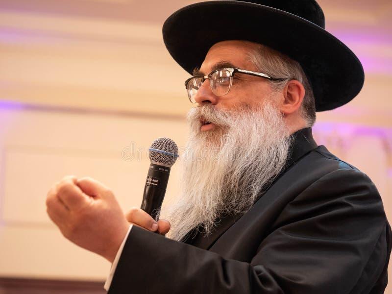 Jakov Dov Blajch, rabino principal de Kiev e de Ucrânia, mantendo o discurso durante a imprensa-conferência Odessa Em maio de 201 imagens de stock royalty free