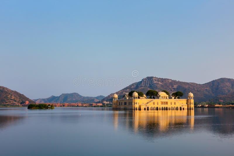 Download Jal Mahal (дворец воды).  Джайпур, Раджастхан, Индия Стоковое Фото - изображение насчитывающей турист, индийско: 33738070