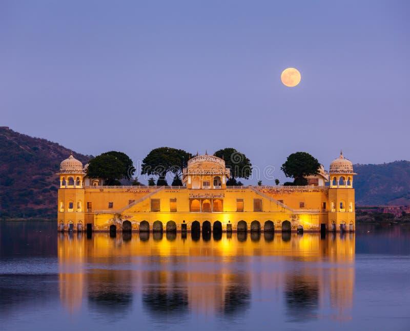 Download Jal Mahal (дворец воды).  Джайпур, Раджастхан, Индия Стоковое Фото - изображение насчитывающей величественно, ведущего: 33738084
