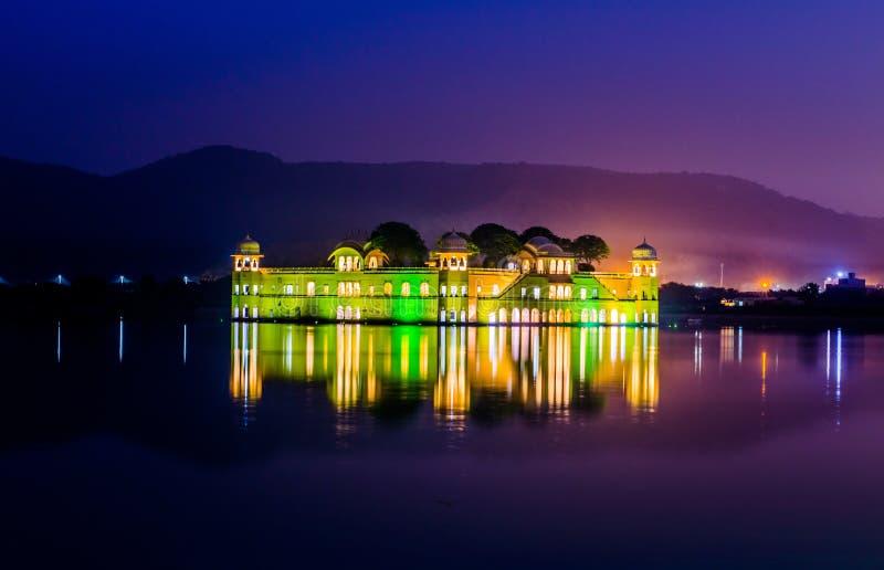 Jal Mahal (château dans un lac) images stock