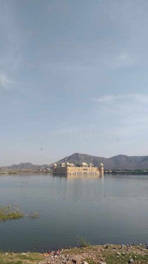 Jal mahal e opinião do lago foto de stock royalty free