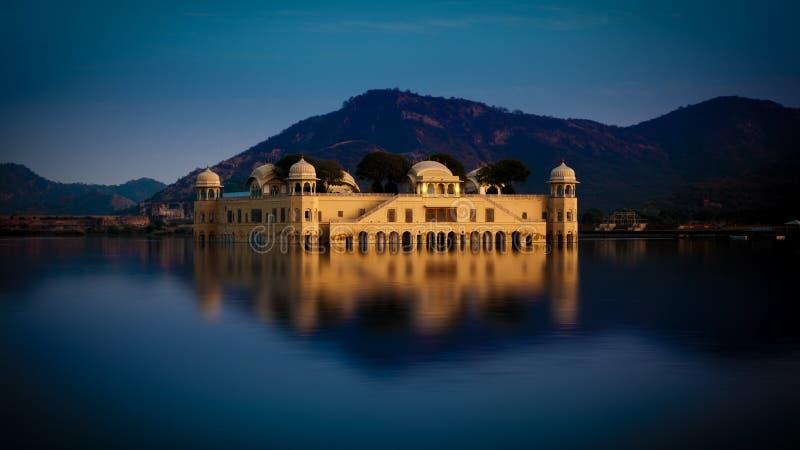 Jal Mahal Palace (hombre Sagar Lake), Jaipur, la India fotos de archivo libres de regalías