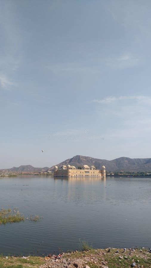 Jal mahal y opinión del lago foto de archivo libre de regalías
