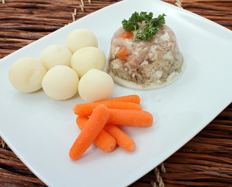 Jalea estonia tradicional de la carne de cerdo foto de archivo libre de regalías