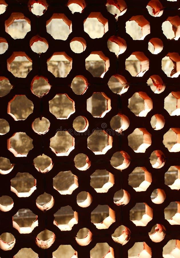 Jali âgé de fenêtre fait à partir de la composition en carbonate de calcium photos stock