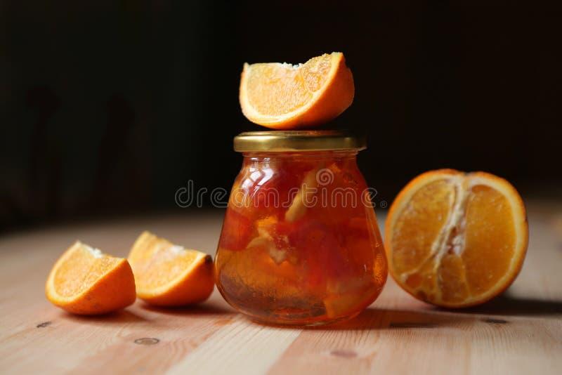 Jam van stukken van oranje grapefruit stock afbeelding