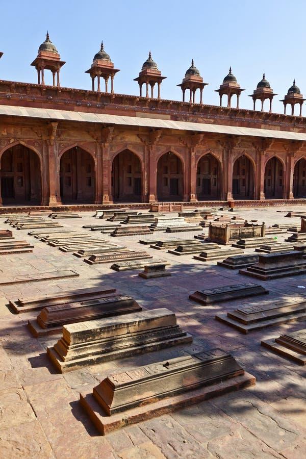 Download Jama Masjid在法泰赫普尔西克里是一个清真寺在阿格拉,完成 库存照片 - 图片 包括有 庭院, 安排: 59112740