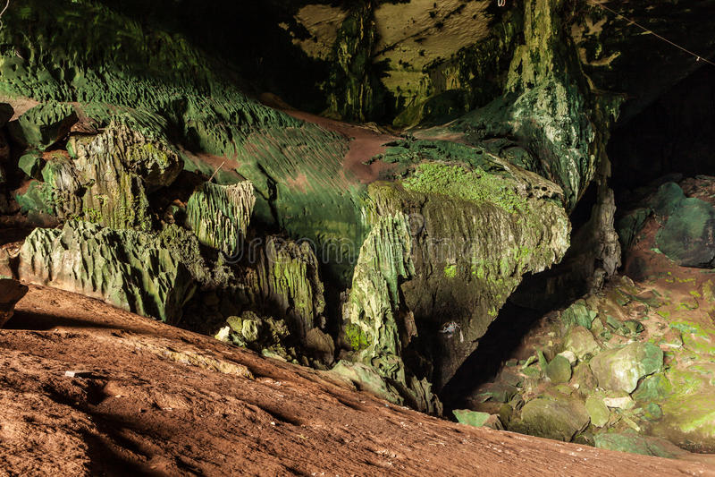 Download Jama W Niah Parku Narodowym Zdjęcie Stock - Obraz złożonej z duży, szorstki: 57658984