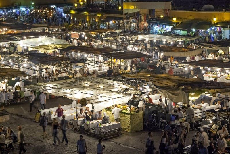 Jamaa el Fna, fyrkant i Marrakesh (Marocko) arkivfoto