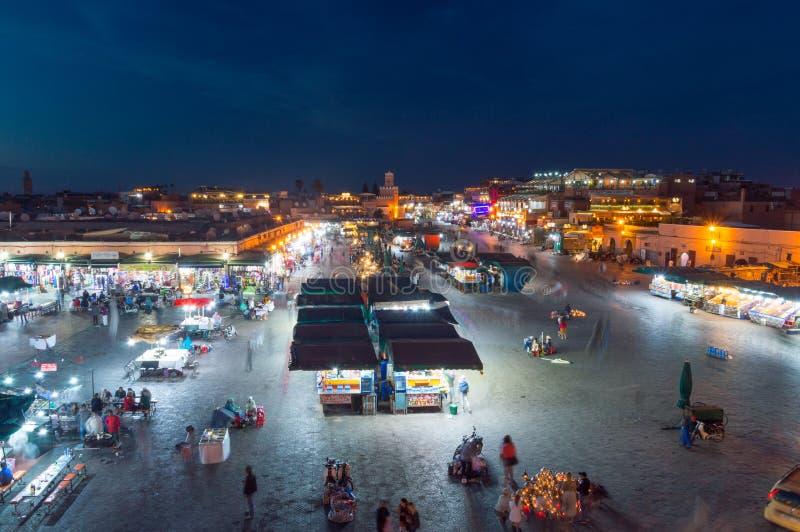 Jamaa el Fna marknadsfyrkant på natten royaltyfria foton