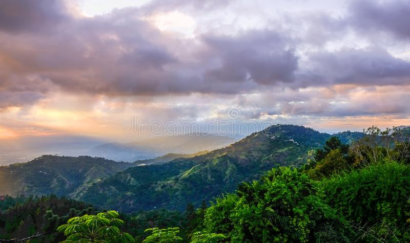 Jamaica- blå bergsolnedgång 6 royaltyfria bilder