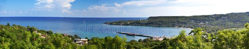 jamaica El mar en el día soleado y las montañas, imagen de archivo libre de regalías