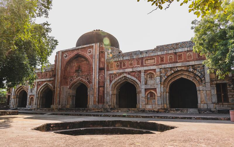 Jamali Kamali Mosque och Tomb arkivbilder