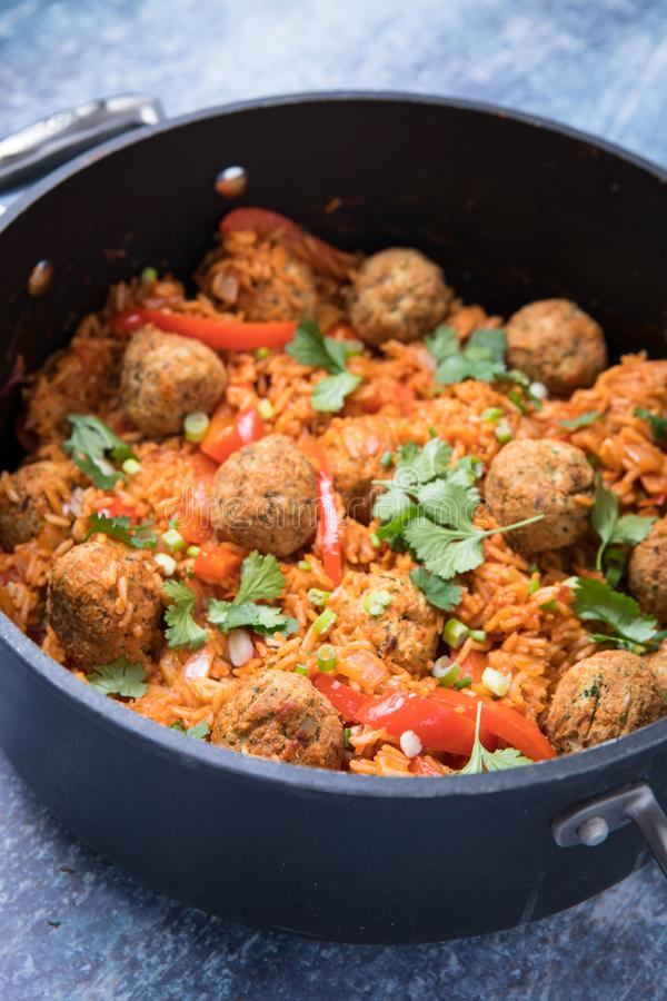 Jambalaya dans une casserole photo stock