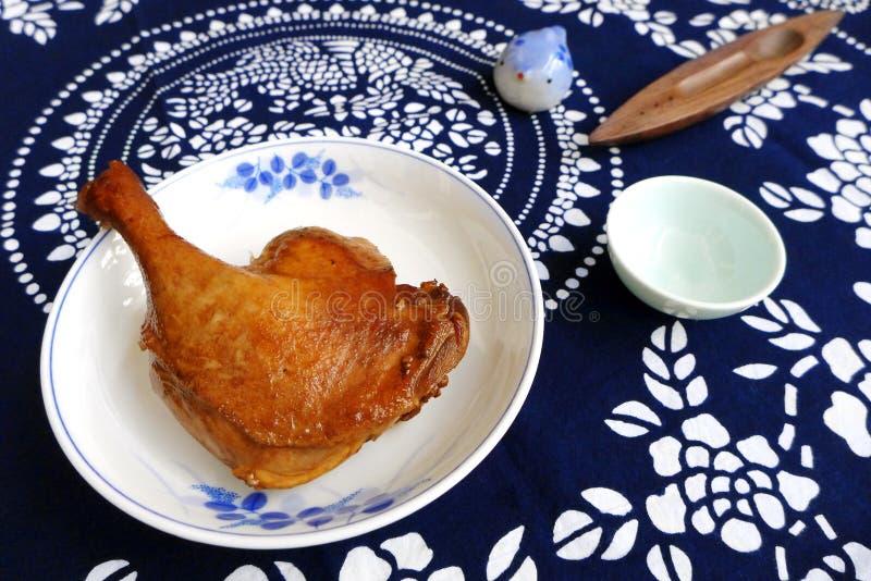 Jambe de canard braisée par style chinois images stock
