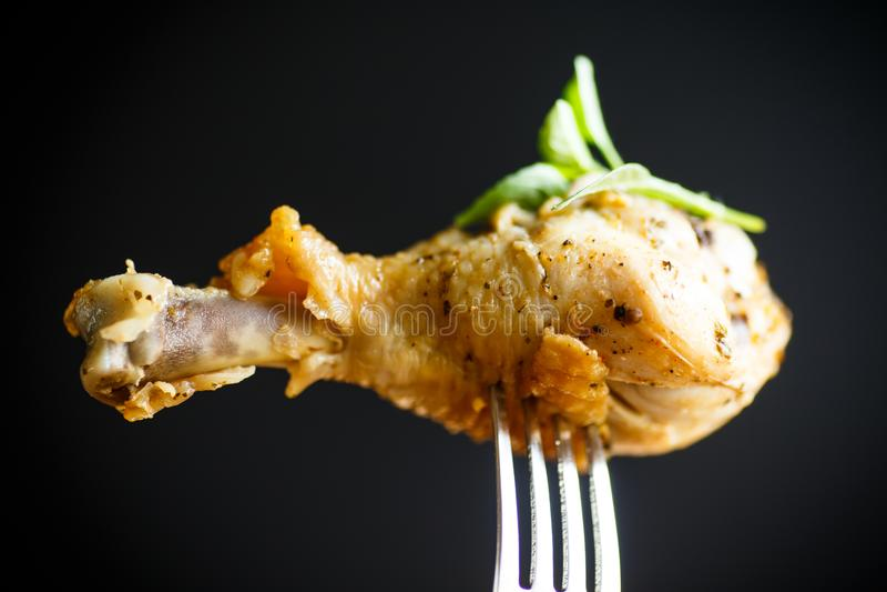 Jambe de poulet rôti photographie stock