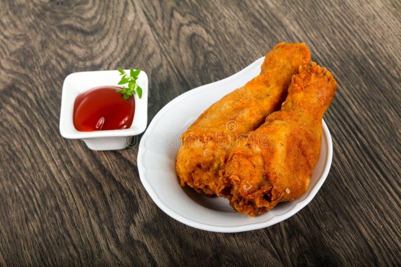 Jambes de poulet croustillantes image stock