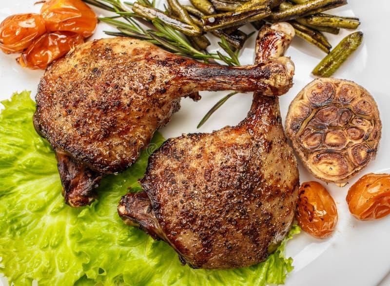 Jambes frites de canard, prêtes à servir Le plat de finition pour l'usage en Th image stock